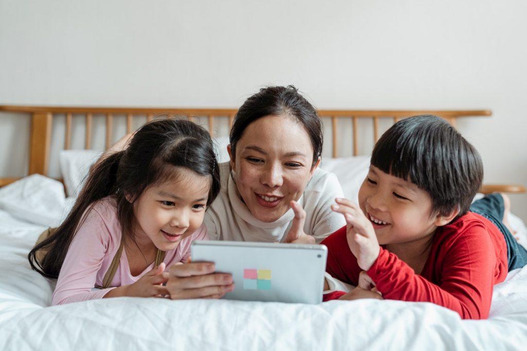 Filmes educativos entre familiares