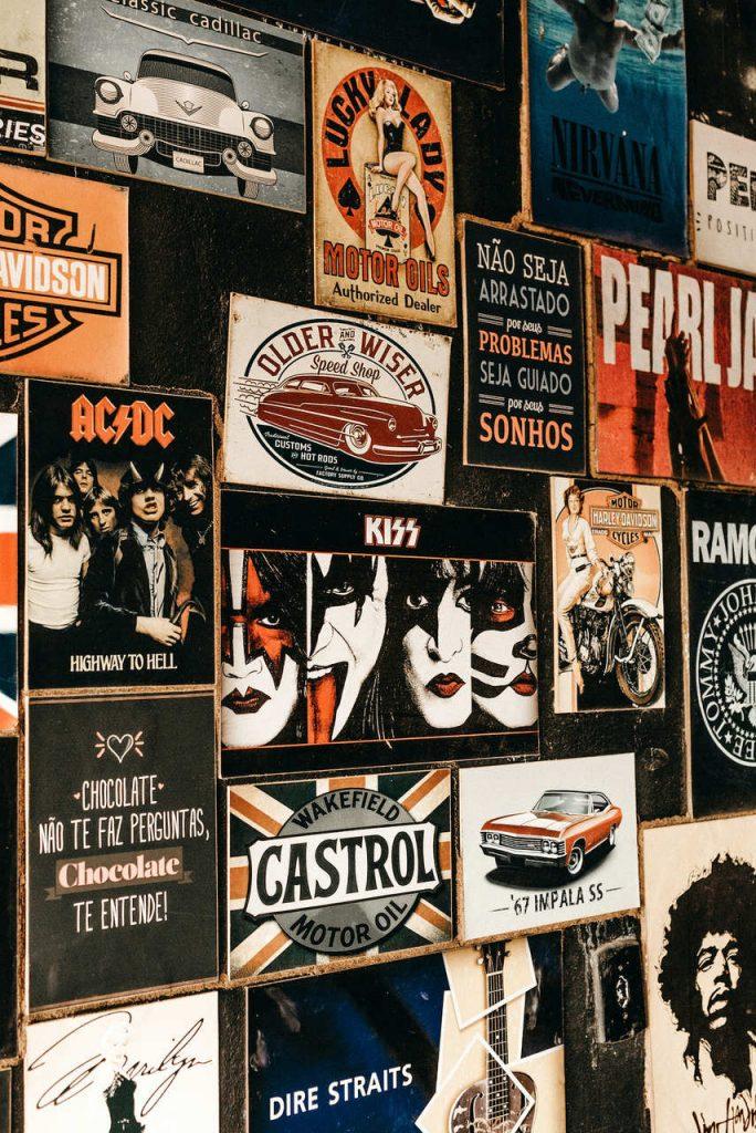 mural de imagens de bandas.