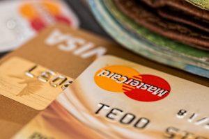 Em foco bordas de cartões de crédito.